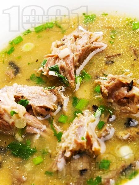 Супа от пилешки шийки с гъби и картофи - снимка на рецептата